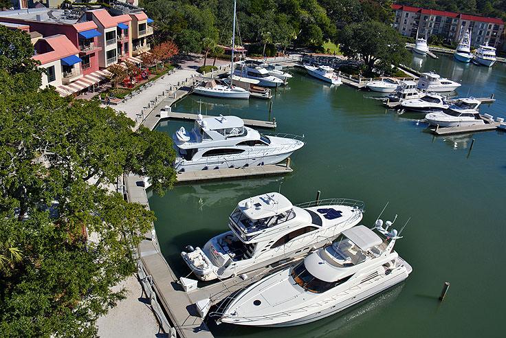 harbour town - 736×492